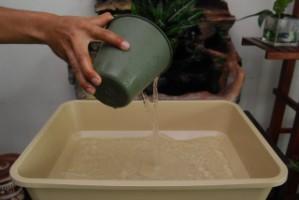 Tuang air dalam takung [320x200]